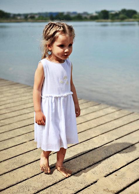 Biała sukienka z haftem