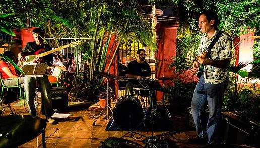concierto_en_el_patio_ov3ect.jpg