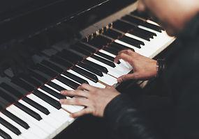 Dinnermusik, Loungemusik, Barmusik, Pianist, Jazzband und Sängerin oder Sänger als Band für den Hintergrund. Für Kundenevents, Firmenfeier oder Vernissage.