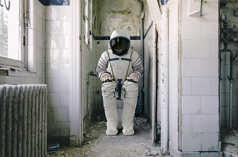 astronaut-4004417_1920.jpg
