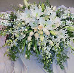 casket spray - lily.jpg