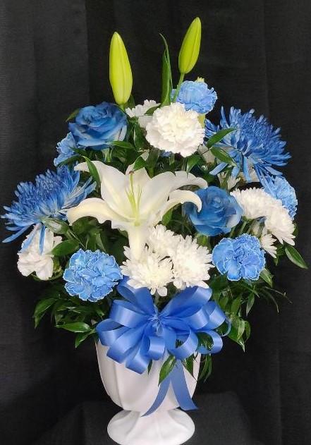 blue & white urn (2).jpg