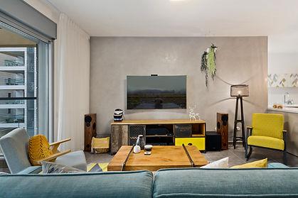 סלון מעוצב בדירת קבלן