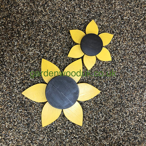 Set of 2 Wooden Sunflowers (45cm and 30cm)