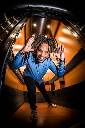 Marlon-Kicken-In-de-Lift-Staand-©-Dave-v
