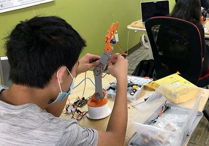 evodyne-robotics-academy-1.jpg