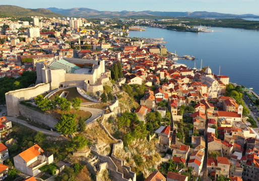 Economics of uniqueness in Croatian historic towns: Looking for new urban models