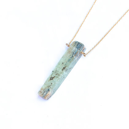 GREEN KYANITE MINERAL NECKLACE