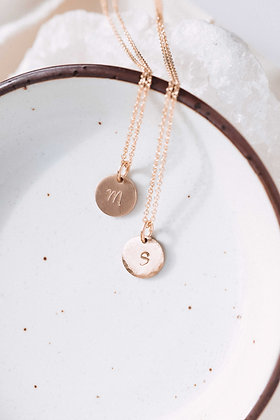 SINGLE GOLD INITIAL NECKLACE