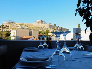 ファッションで巡るギリシャ 色彩溢れる海の風景を訪ねて 1 ~アテネにて~