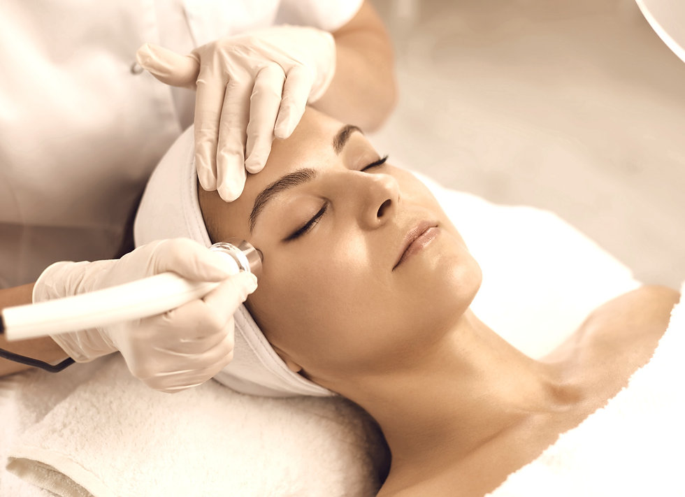Relaxed%20young%20woman%20with%20eyes%20closed%20getting%20procedure%20of%20vacuum%20facia