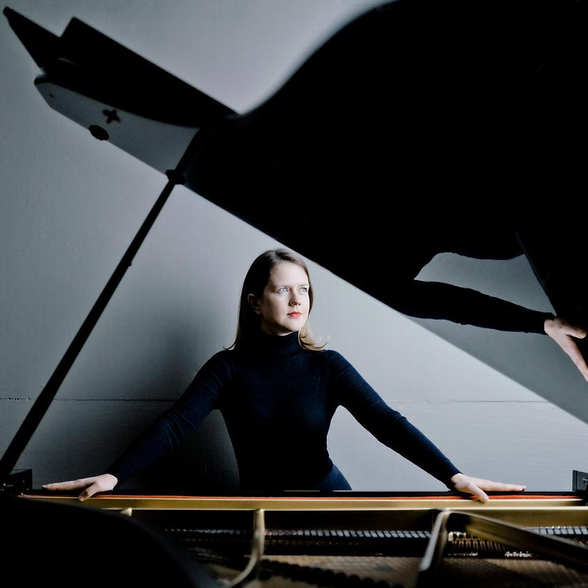 Helena Basilova (piano): 'In C'