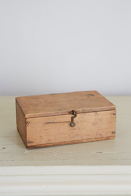 OK5240 - A Small Wooden Box