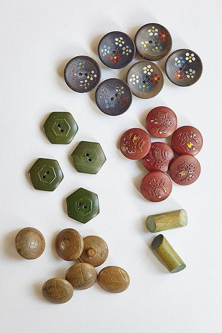 OK5143 - 24 Wooden Buttons