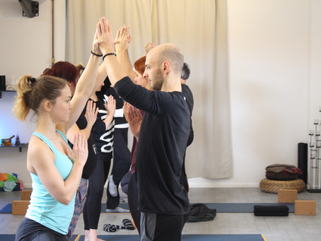 Condividere lo yoga in coppia