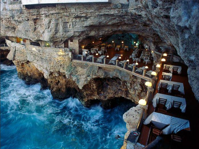 RESTAURANT AT THE SEA