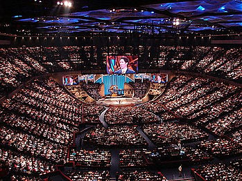 Lakewood Church (interior).jpg