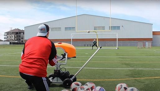 Ball launcher football machine a lancer les ballons de foot
