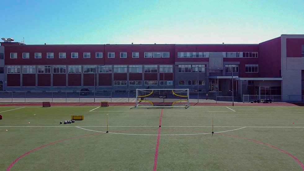Terrain de football vue drone.png
