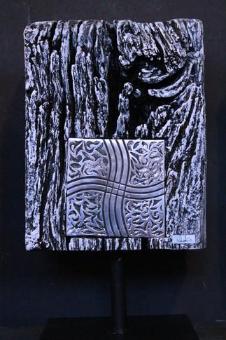 """Mavina"" Painted railway tie Extra-fine aluminium & Altuglas glued, side 1 30cmx23cmx23cmx13cm"