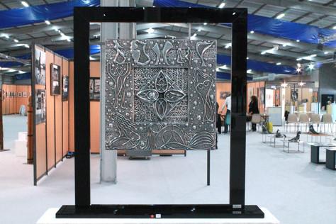 """""""Les Femmes de Locronan"""" Plaque aluminium surfin suspendue sur cadre Altuglas noir 60x56cm"""