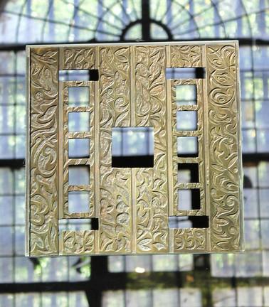 Les Salines - Plaque en bronze patinée Sertie sur Altuglas Suspendue avec câbles inox 60x60cm