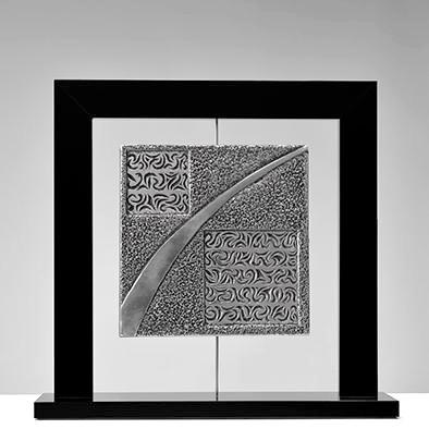 """""""Morgat"""" Aluminium surfin gravé & ciselé sur cadre Altuglas noir 37x38cm"""