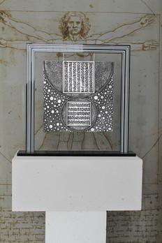 """Hélios 2"" Plaque aluminium surfin suspendue sur cadre Altuglas noir 60x56cm"