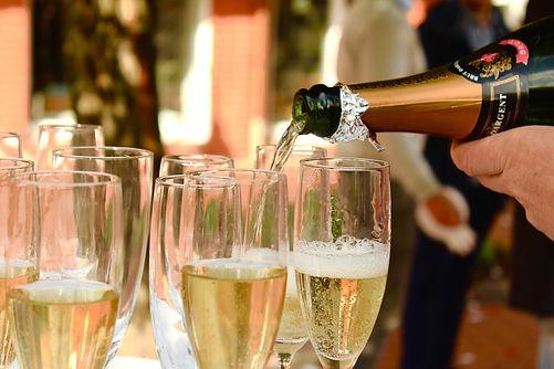 champagne-2407247_1920.jpg