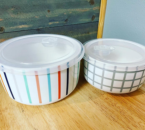 Microwavable bowl set with vented lids