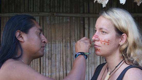 Shuar Gesichtsbemalung mit Achote