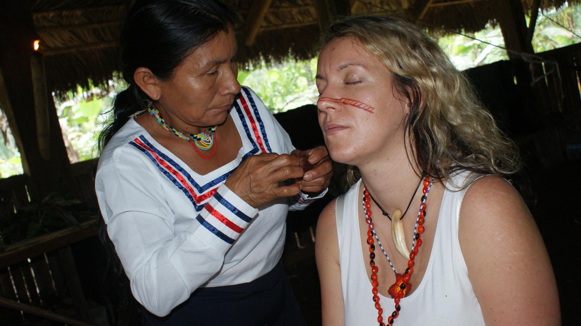 Gesichtsbemalung bei den Kichwaa