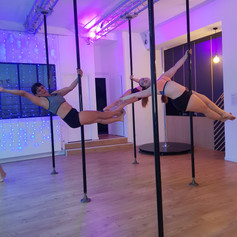 stage d'initiation pole dance lyon.jpg