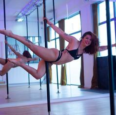 cours particulier pole dance lyon.jpg