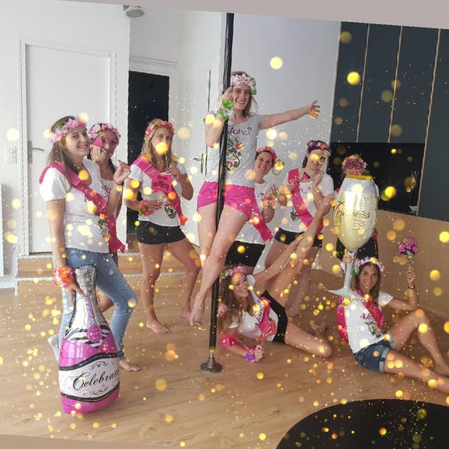 activité_evjf_pole_dance_lyon.jpg