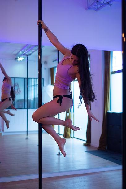 tester la pole dance a lyon.jpg