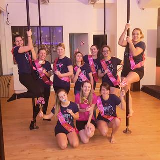 cours de pole dance pour evjf lyon.jpg