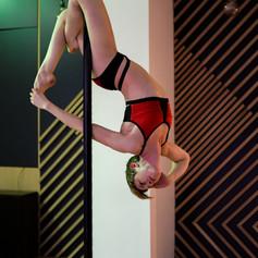 cours pole dance intermediaire lyon.jpg
