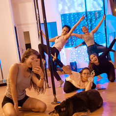cours debutant pole dance lyon.jpg
