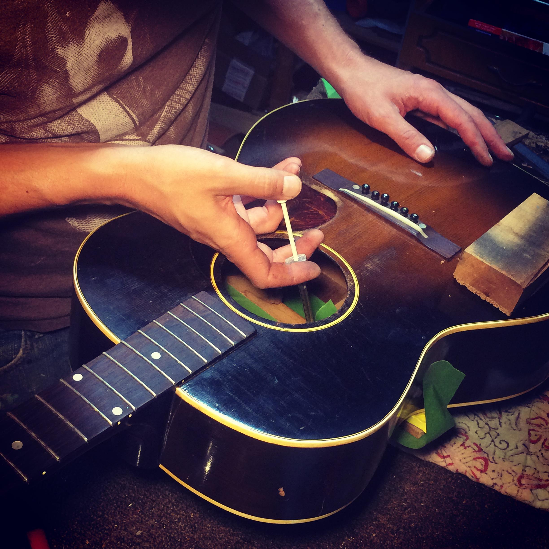 Glueing a 1951 Gibson LG2 Brace