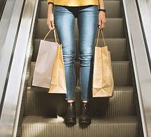 女の子持株ショッピングバッグ