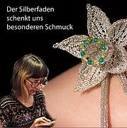 Tanja Roolfs, Schmuckdeignerin, Bild zeigt ein gestricktes Armband aus Silberfäden