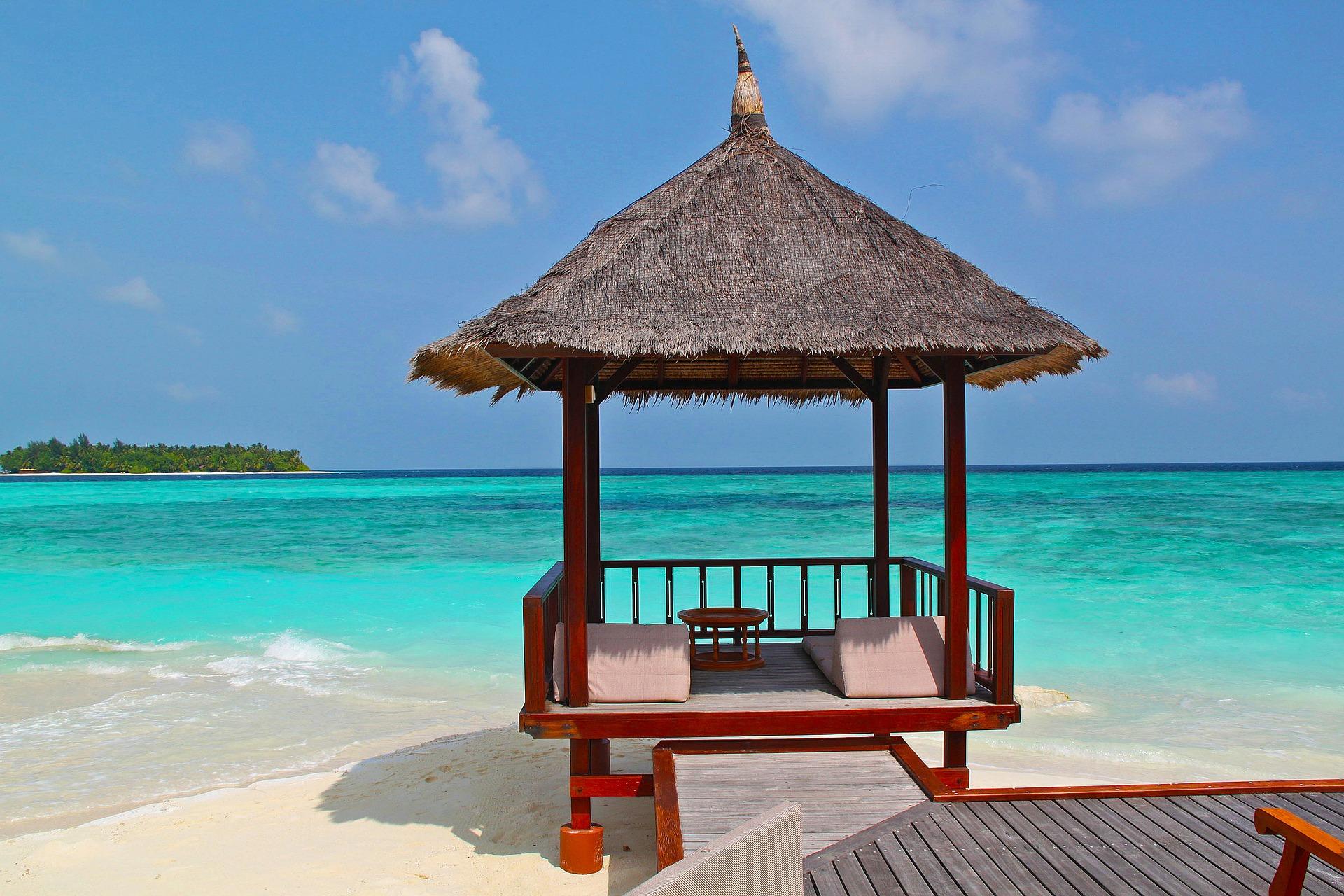 beach-hut-237489_1920