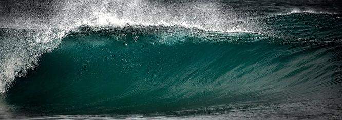 Wave. Castle Cove