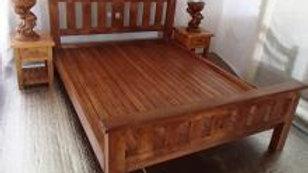 Queen Bed w/ Horizontal Slats (Brown)