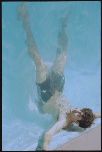 Lux im Pool mit Rand.jpg