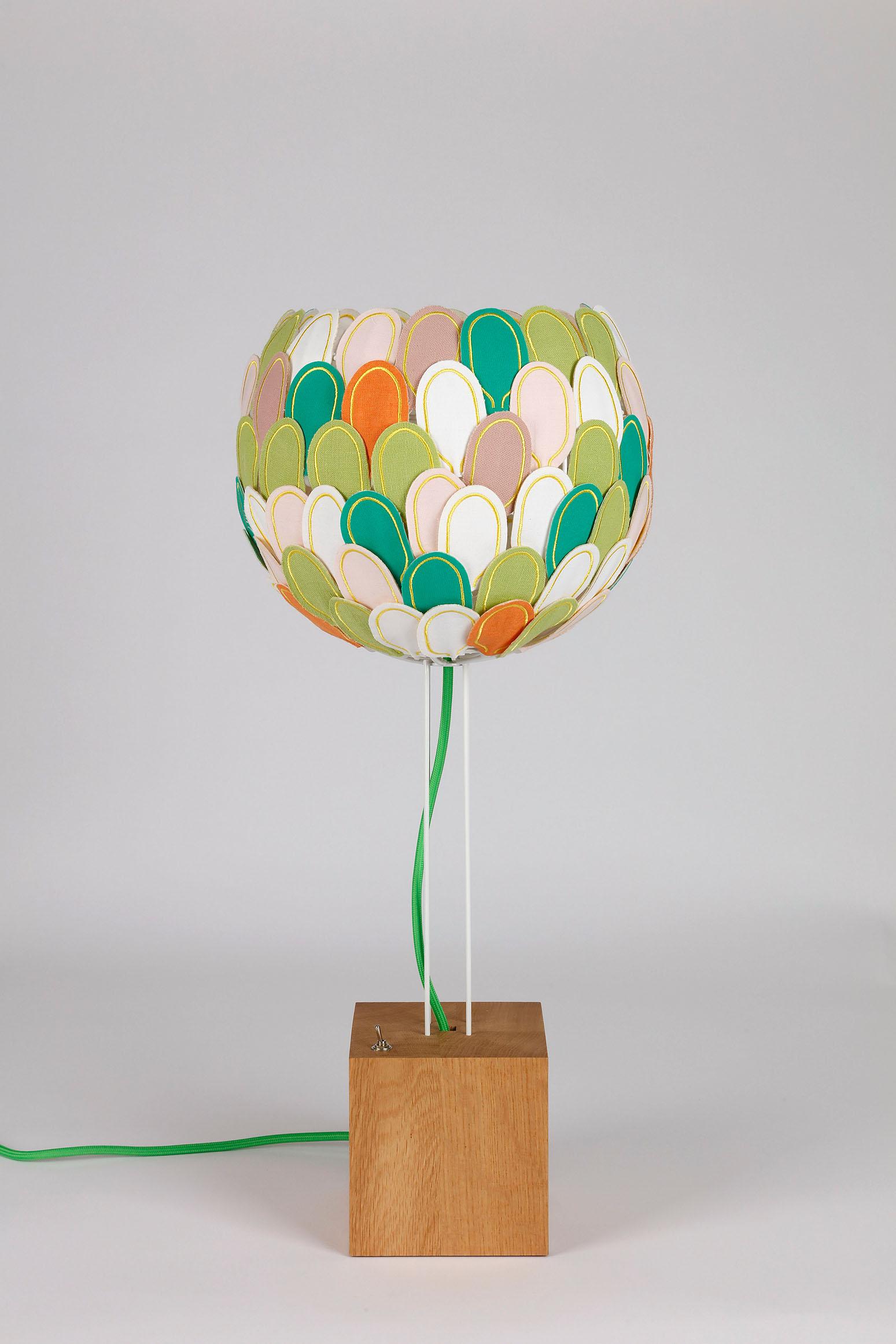 Lampe à poser Olea, Millie Baudequin, luminaire chic et éco-responsable.