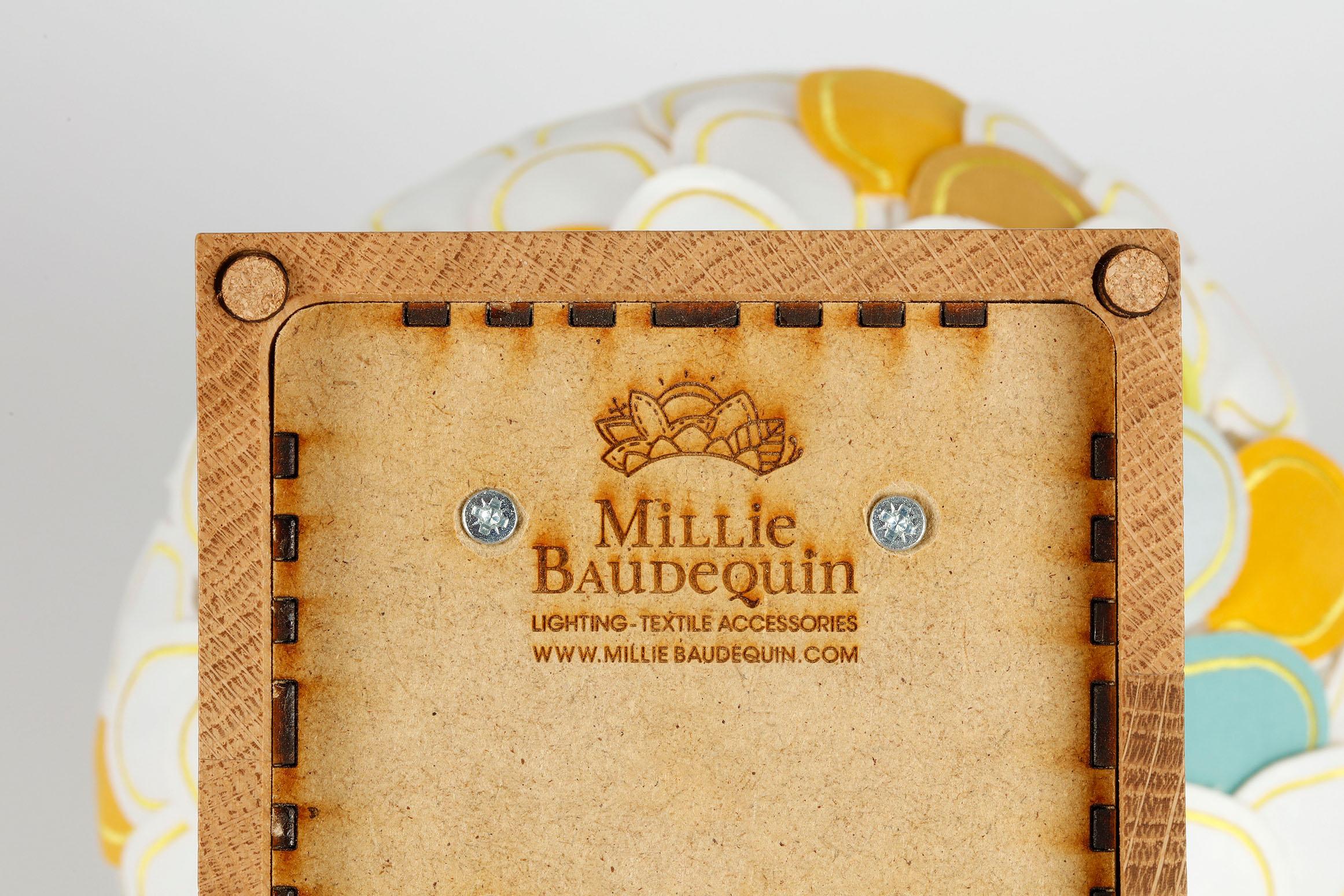 Lampe Olea, Millie Baudequin, détail socle logotype.
