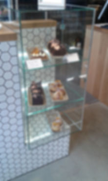 Frameless Glass Cake Cabinet for Local Cafe