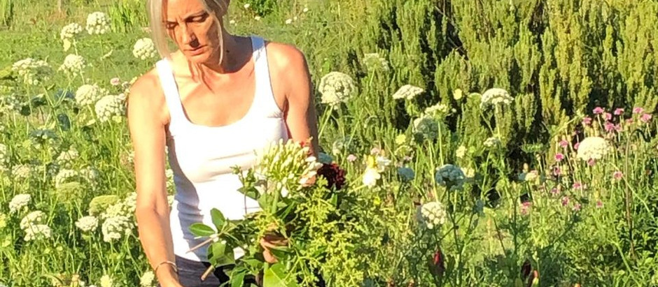 Luciana Battaglia, pionera de las flores orgánicas en la región de Cuyo.